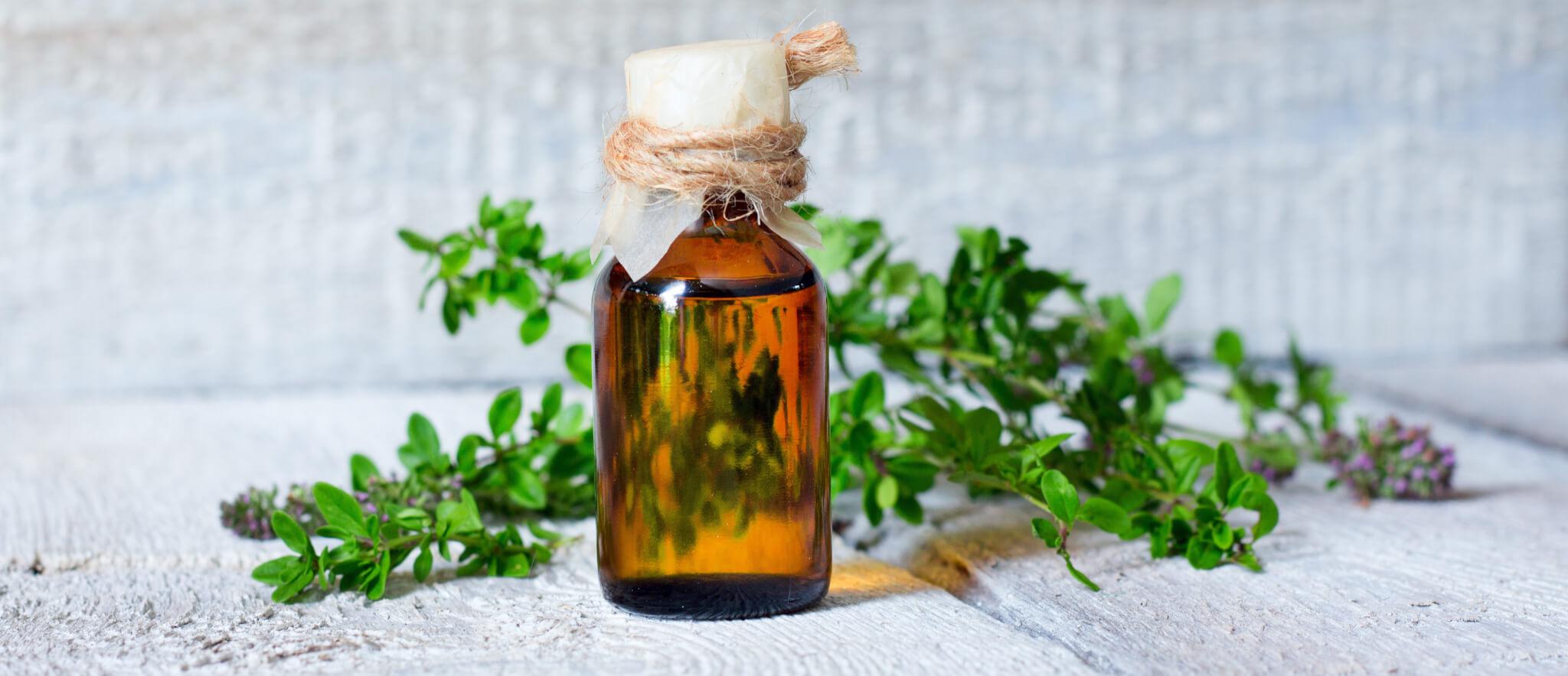 Fläschchen mit ätherischem Öl